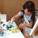 Як особлива дівчинка у Чернівцях малює надзвичайні картини. Фото