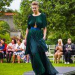 Сукню треба не носити, у ній потрібно дефілювати. Поради для чернівчанок від дизайнерки Оксани Караванської. Фото