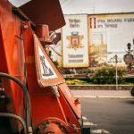 Через ремонтні роботи у центрі Чернівців ускладнений рух транспорту. Фото