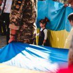 День прапора у Чернівцях. На Центральній площі розгорнули два стяги