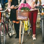 «Леді на велосипеді». У Чернівцях влаштували велопарад дівчат