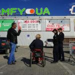 Паркомісце для людей з інвалідністю. Як дотримуються умов паркування біля торгових центрів у Чернівцях
