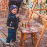 «Наш чудовий СонцеСвіт!». Як маленькі художники створювали яскраву картину з чернівецькими митцями. Фото