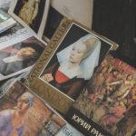 Блошиний ринок на вулиці Героїв Майдану. Залишки розкоші, колекція старовинних книг та одяг від Dolce&Gabbana