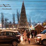 У Чернівцях відкрили головну новорічну ялинку. Фото
