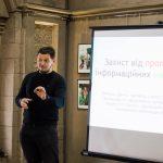 Даниїл Лемешко розповів чернівчанам, як захистити себе від пропаганди та маніпуляцій. Фото