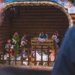 На Центральній площі Чернівців відкрили різдвяну шопку. Фото