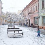 Як прибирають вулицю Ольги Кобилянської взимку