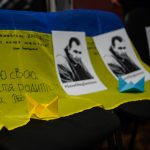 Порожні стільці. Як у Чернівцях провели п'яту акцію в підтримку Олега Сенцова. Фото