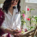 Картини, що пахнуть. Буковинка малює портрети та краєвиди Чернівців кавою. Фото, відео