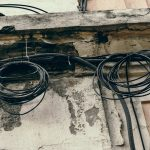 У Чернівцях хулігани масово зрізають кабелі від інтернету. Користувачі залишаються без зв'язку