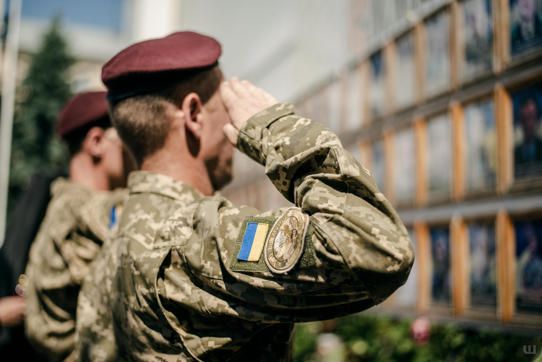 До Чернівців із зони ООС повернулися військові. Фото