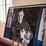 Військовий капелан презентував у Чернівцях 40 фоторобіт, зроблених у зоні ООС