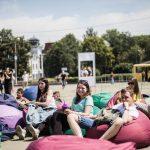 Йога англійською та показ фільмів. Як на Соборній площі пройшов фестиваль «Маркет мов». Фото
