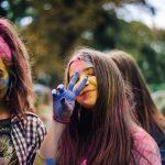 Як чернівчани билися фарбами у парку імені Федьковича. Фото