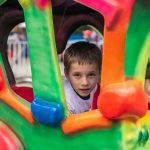 Буковинці можуть допомогти зібрати дітей із бідних сімей до школи