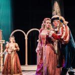 Хмельницький театр зіграв у Чернівцях виставу «Приборкання норовливої». Фото