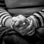 Завези бабусі. На Буковині запустили соціальний челендж допомоги пенсіонерам