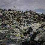 Майже добу з Чернівців не можуть вивезти сміття через акцію протесту жителів Чорнівки