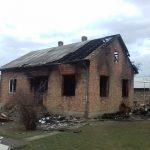 Залишилися лише стіни. У Садгорі згорів будинок, родині потрібна допомога