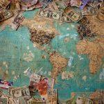 Українські мігранти переказали в Україну 12 мільярдів доларів за рік