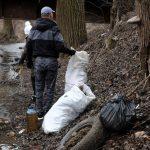 Волонтери прибрали у Чернівцях річку Мошків від сміття