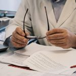 МОЗ втричі збільшило оклад медикам, які борються з COVID-19